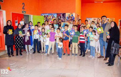 اهدای کتاب به پروانهها در اختتامیه جشنواره فیلم کودک و نوجوان یزد، پایتخت کتاب ایران