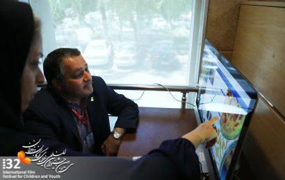 گزارش تصویری / بازدید دبیر جشنواره از غرفه «کتابخانه ویدئویی»