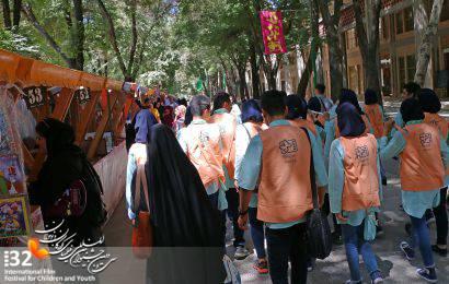 گزارش تصویری / گذر فرهنگی چهارباغ در ایام جشنواره از نگاه عکاس های نوجوان