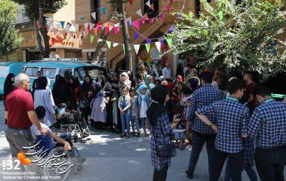 گزارش تصویری / حضور کودکان جمعیت امام علی؛ انجمن بیماران خاص و کودکان دارای معلولیت در سینما چهارباغ
