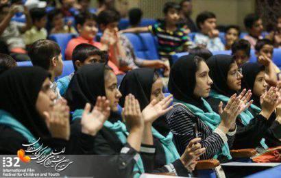 زنگ آغاز جشنواره فیلمهای کودک و نوجوان در قم به صدا درآمد/ حضور پرشور کودکان قمی در جشنواره