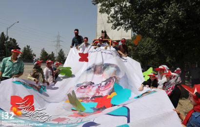گزارش تصویری/برافراشتن تمثال شهدا به مناسبت سی و دومین جشنواره بینالمللی فیلمهای کودکان و نوجوانان در اصفهان