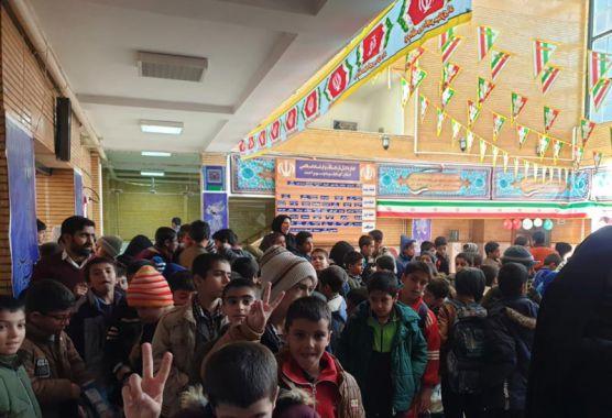 شور و نشاط دانش آموزان با «سیمرغ و پروانهها» در یاسوج / یخ سرمای زمستان در سینما هنر یاسوج آب شد