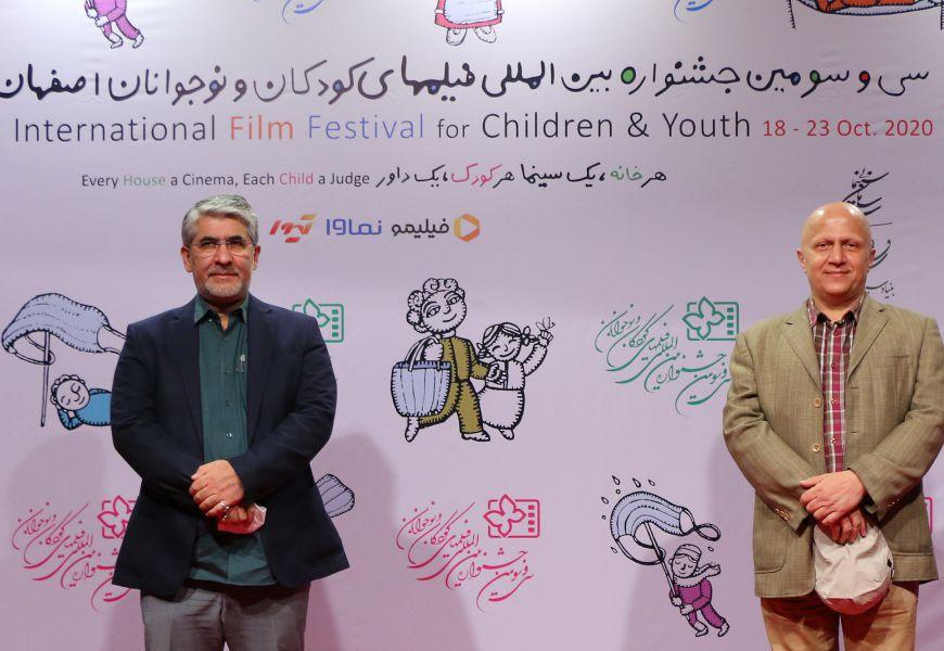 گزارش تصویری / بازدید دبیر جشنواره سینماحقیقت از خانه اجرایی جشنواره ۳۳