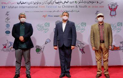 محمد حمیدیمقدم در بازدید از خانه اجرایی جشنواره۳۳: جهان آنلاین یعنی خروج از بن بست/ همین نوید زنده بودن سینما را به ما میدهد